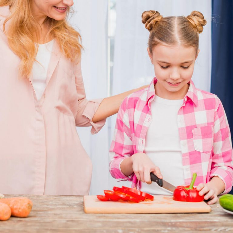 10-year-old-girl-chopping-bell-pepper